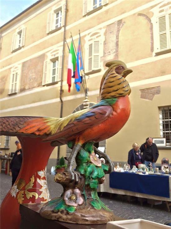 Mercatino Gallo di fronte al palazzo Comunale