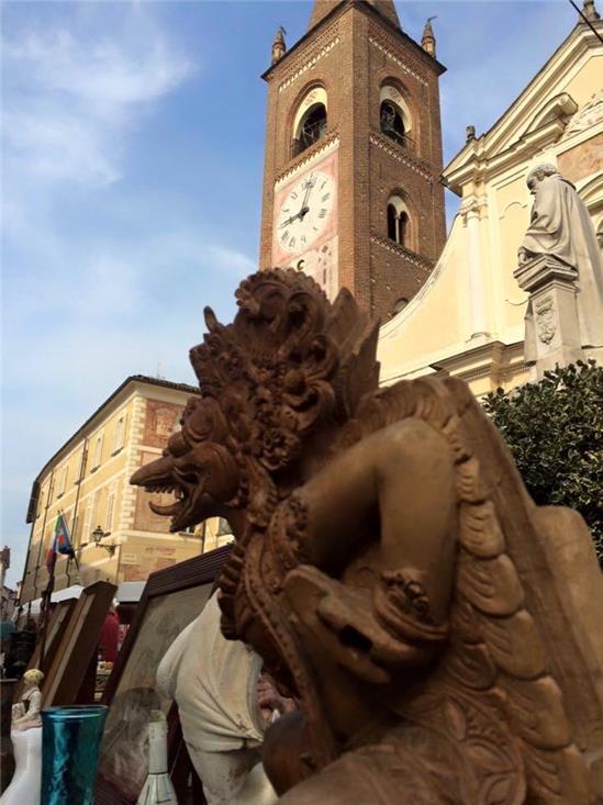 Mercatino Statuetta in piazza Botero