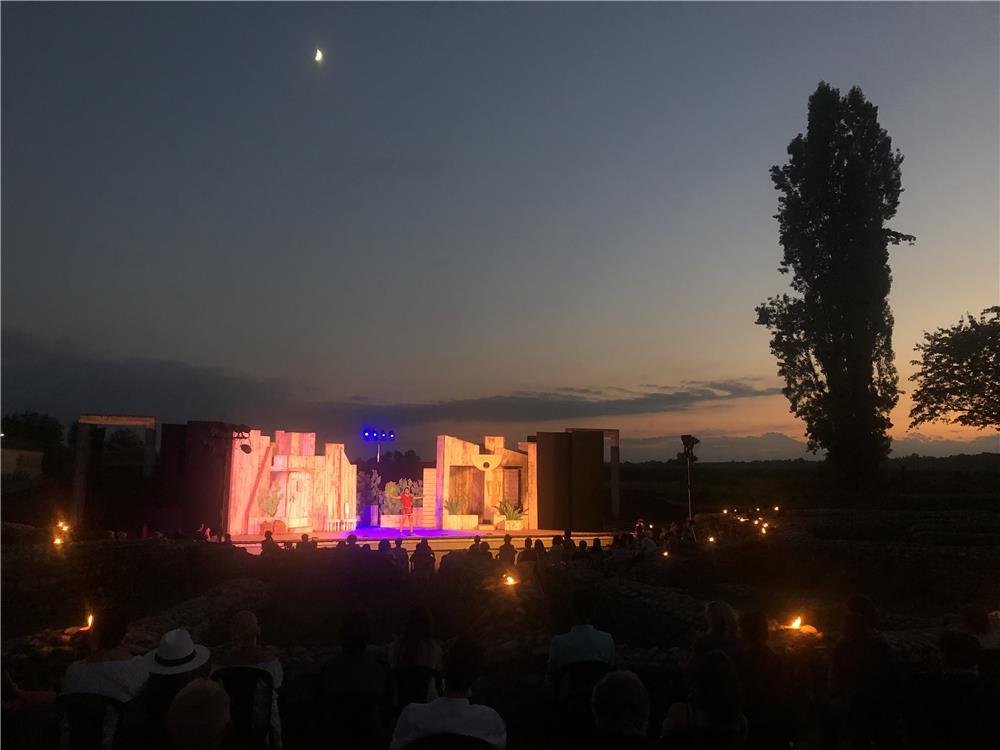 Luna sul teatro
